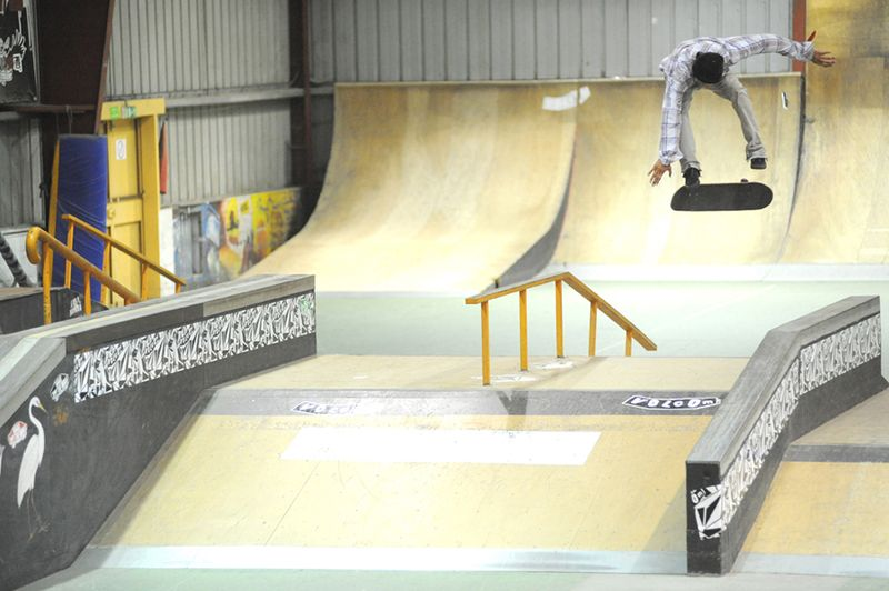 Nabil backsideflip grosse table horiz